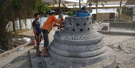 Miniatur Stupa Candi Borobudur Ukuran Mini Batu Candi Hitam Asli Jogja pembuatan stupa candi borobudur seni pahat batu alam merapi munthu