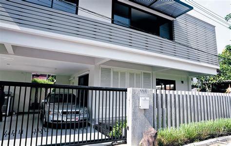 Modern House Entrance by