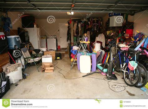Peoples Garage by Garagem Abandonada Desarrumado Completamente Do Material