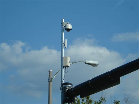 do traffic lights sensors what are those things on top of lights at an
