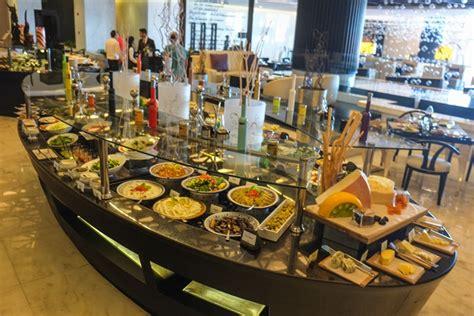 corniche abu dhabi restaurants late weekend breakfast at sofitel abu dhabi corniche abu