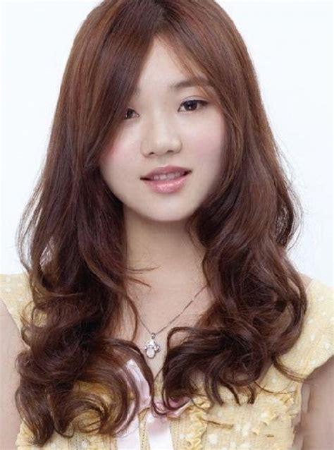 model rambut panjang  wajah bulat