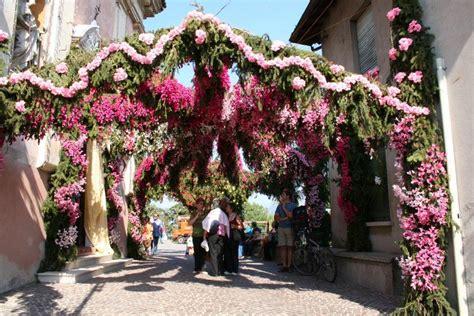 festa dei fiori monte isola festa di santa croce montisola detta anche festa dei fiori