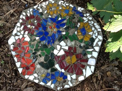 Decorating Ideas For Your Garden With Recycled Bits And Pieces Mosaic Garden Ideas