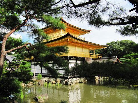 turisti per caso giappone tempio d oro giappone viaggi vacanze e turismo