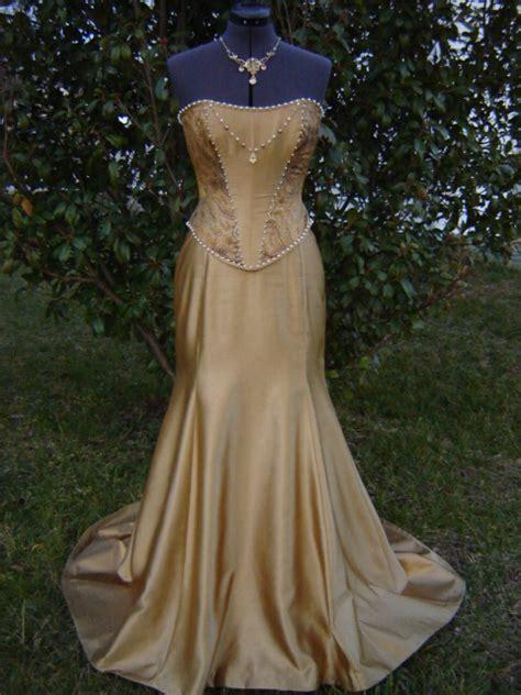 Nafara Dress inn s beltane fashion 2010
