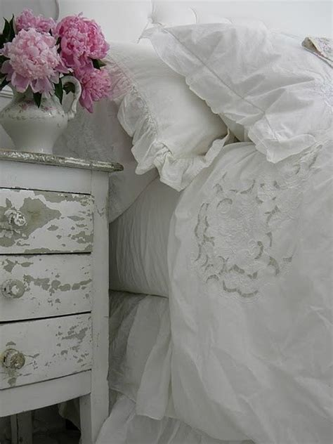 Shabby Chic Bedding For Girls by 30 Shabby Chic Bedroom Decorating Ideas Decoholic