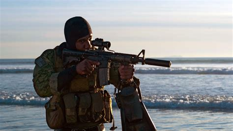 what does a navy seal carry does the gun watewrproof page 2