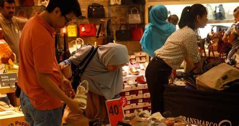 Sepatu Bola Febri Hariyadi apindo lebaran 2017 daya beli warga melemah penjualan menurun bisnis tempo co