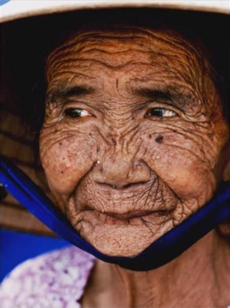 the face of 50 year olds 100 year old woman gets photoshopped to look like her 20