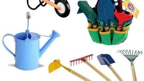attrezzi da giardino per bambini come pulire con la sabbia i tuoi attrezzi da giardino