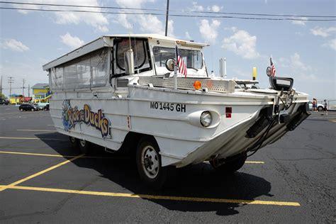duck boat tours parking tourist duck boat hits audi in boston traffic ntd tv