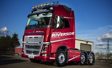 new volvo truck 2016 hanbury riverside celebrates 1 000th new volvo with unique
