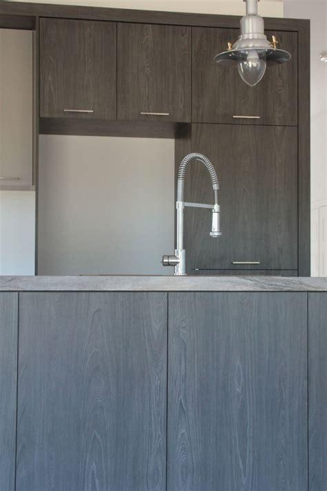 armoire de cuisine m 233 lamine grise et bois