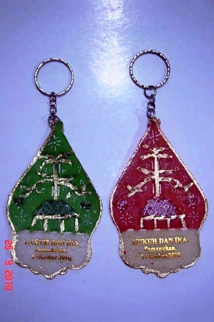 Kaos Batik Wayang Warna 12 gantungan kunci wayang gunungan warna pusat souvenir