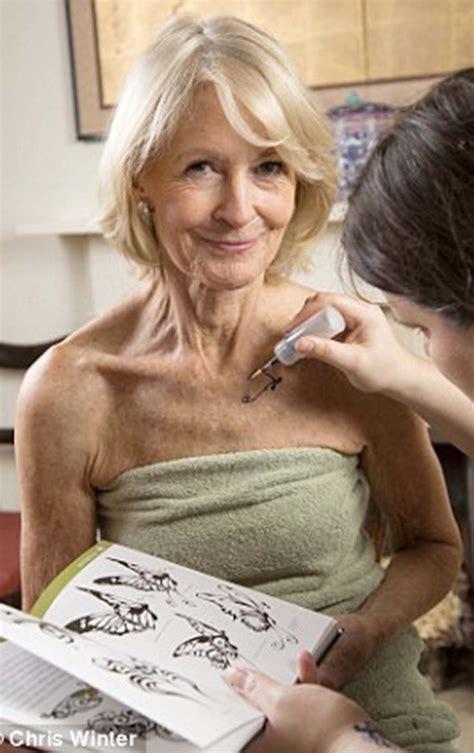 full figured women 34 yrs old haircut sandra howard tattoo the very beautiful sandra howard