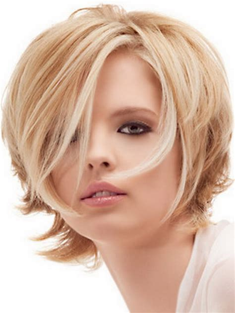 hair cut with a defined point in the back cool short haircuts for women