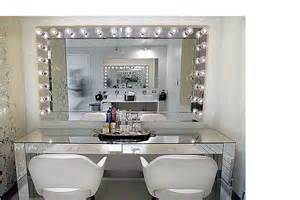 Mirrored Vanity With Lights Mirrored Vanity And Lighted Mirror Cool Rooms