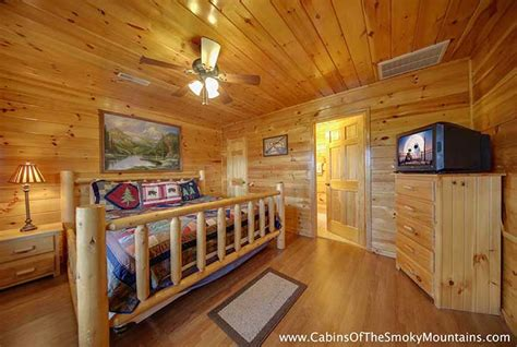 6 bedroom cabins in gatlinburg pigeon forge cabin 6 suites lodge 6 bedroom sleeps