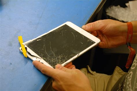 how to fix glass advice from an apple tech how to replace the glass on an