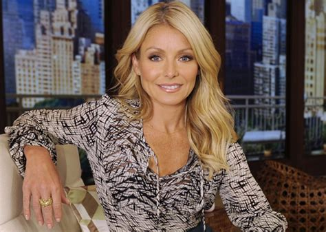 what does kelly ripa use to curl her hair kelly ripa admits to using botox as much as possible