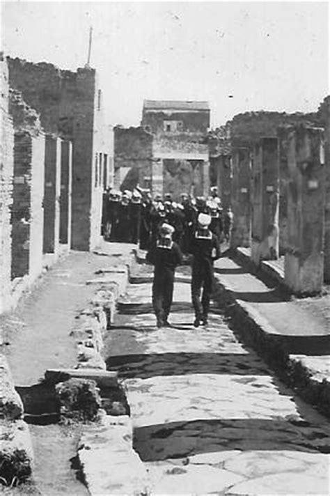Sightseeing in Pompeii in WW2