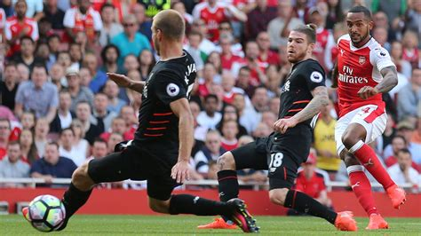 arsenal guardian coutinho fires liverpool to thrilling arsenal win sport