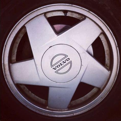 volvo  oem  aluminum alloy wheel silver hydra rim  genuine volvo wheels