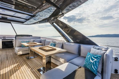 boat manufacturers canada yacht showroom boat manufacturers executive yacht canada
