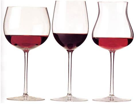 bicchieri per vino rosso bicchiere da vino rosso servire il vino