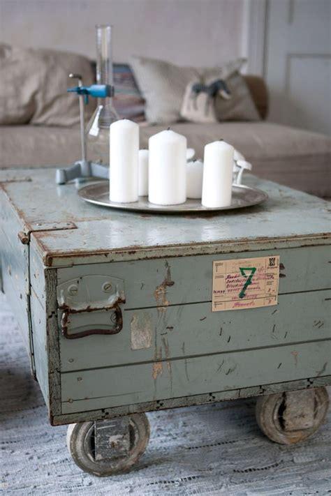 oude kist als salontafel oude kist als salontafel kleine kastjes voor aan de muur
