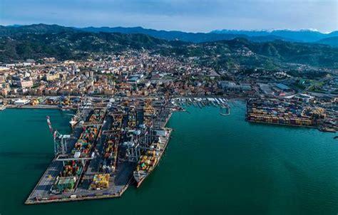 porto della spezia porto spezia innovazione e flessibilit 224 e punta al far