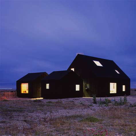 house architects black stained dungeness beach house by rodić davidson