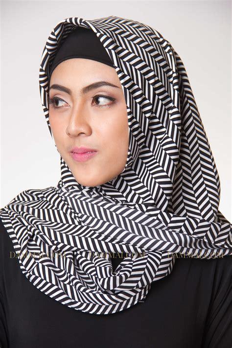 Jilbab Segi Empat Garis modern stripes segi empat dammai
