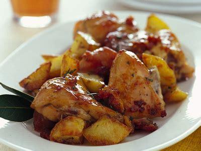 come cucinare il coniglio al forno con patate coniglio al forno con patate