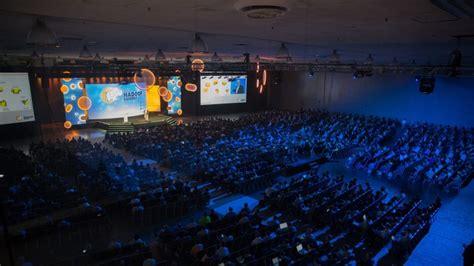 production technologyand multimedia mosaic event management