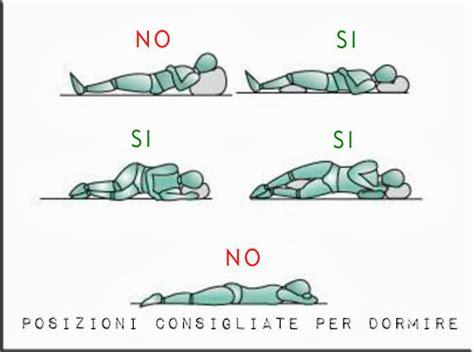 mal di schiena dormire senza cuscino benefici nel dormire su lato sinistro