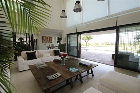 Plafond Secu 2010 by Modern Villa With 6 Meter High Ceiling And Panoramic Golf