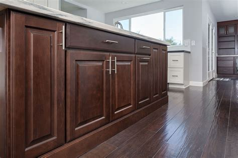 Raised Panel Cabinet Styles for a Timeless Kitchen
