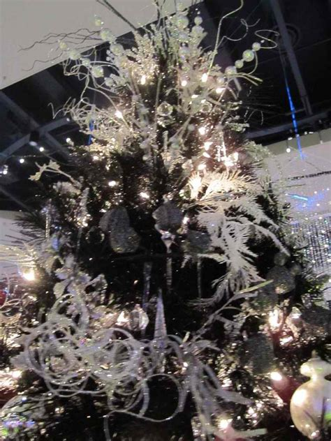 Decorated Black Tree Pictures by 37 Inspiring Tree Decorating Ideas Decoholic