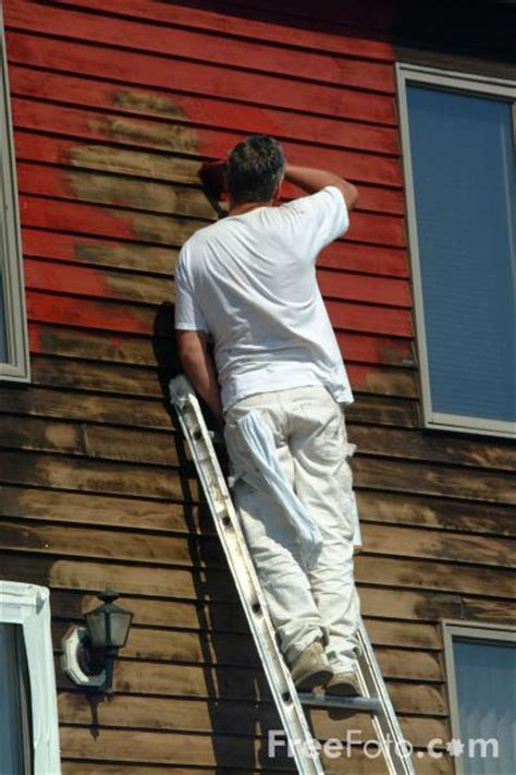 a painted house painter painting a house pictures free use image 13 51 51 by freefoto com