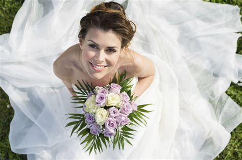 5 Wedding Gown Trends For 2010 by The Top 10 Wedding Fashion Trends For 2010 2011 Articles