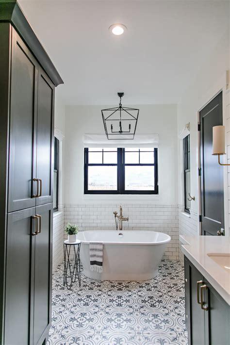 room redo black  white patterned bathroom copycatchic