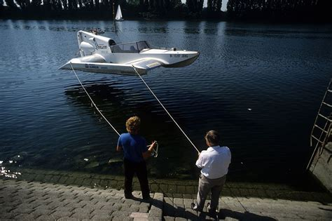 airfoil boat file tandem airfoilboat j 246 rg 1d jpg wikimedia commons
