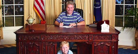 Oval Office Desk Replica by A Size Oval Office Replica Presidential Experience