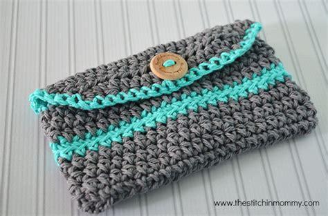 crochet pattern clutch purse crochet mini clutch purse free pattern the stitchin mommy