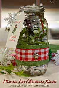 Upcycling Glass Jars - hometalk mason jar gift christmas kiss kit