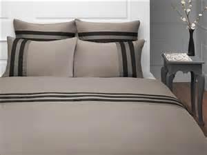 Beautiful Chambre Taupe Et Blanc #7: Linge-de-maison-housse-de-couette-martine-taupe-gris-noir-collection-salome.jpg
