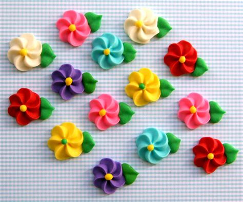 Icing Decorations by Classic Icing Flowers To Decorate Cupcakes Or Cakes Rainbow