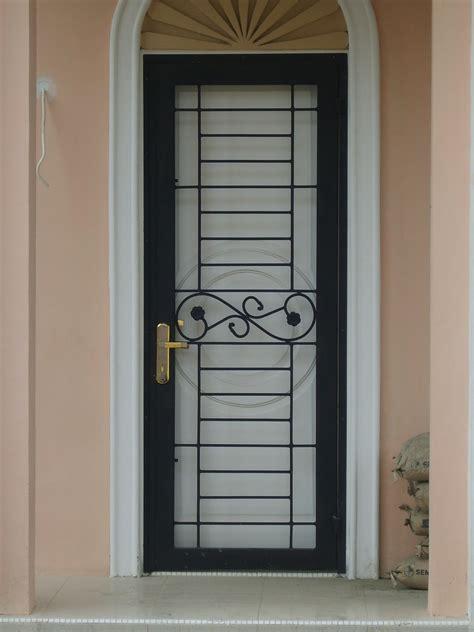 gambar teralis  pintu besi teralis minimalis clasik